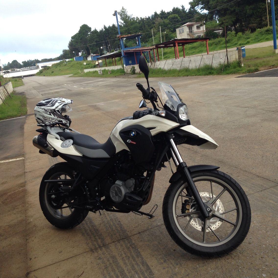 En Autódromo Guatemala, curso básico de manejo BMW Motorrad