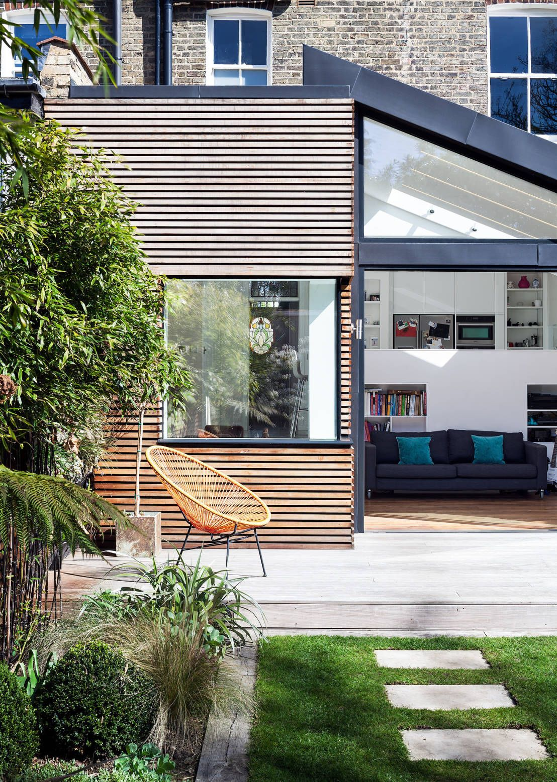 Moderne fenster  Doppelhaushälfte mit gläsernem Meisterwerk | Moderne fenster ...