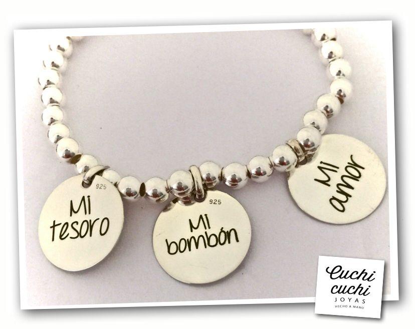 86b034427e05 Colgantes de plata grabados en collares y pulseras  Crea online tus regalos  perfectos y económicos para regalar en cualquier ocasion. Joyeria  personalizada