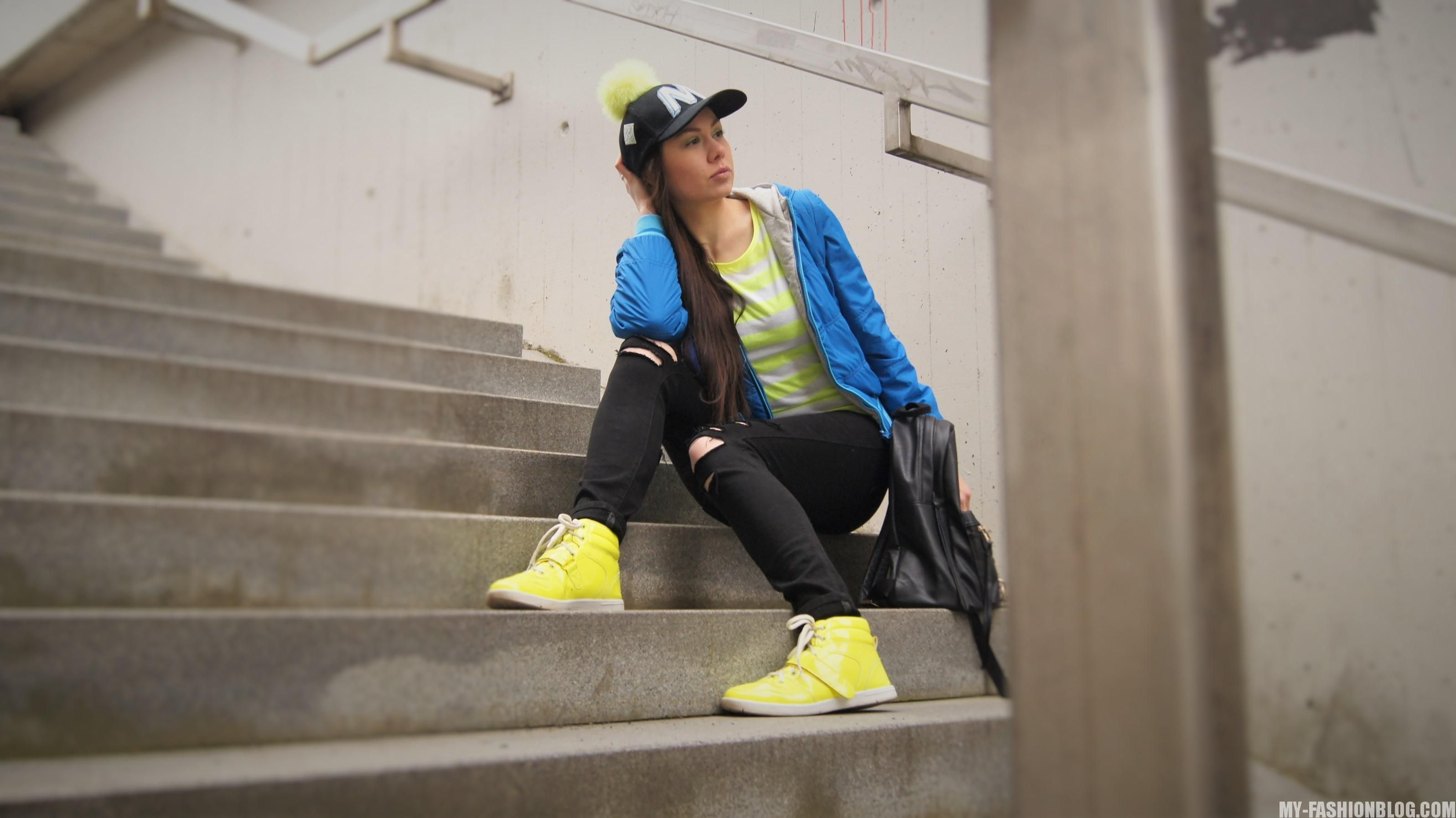 fashion blogger - trends - teen style - grange - neon colors - neon green - neon green sneakers