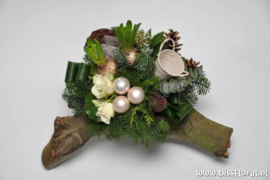 #Op een #Houtstronk... https://www.bissfloral.nl/blog/2016/12/17/op-een-houtstronk/