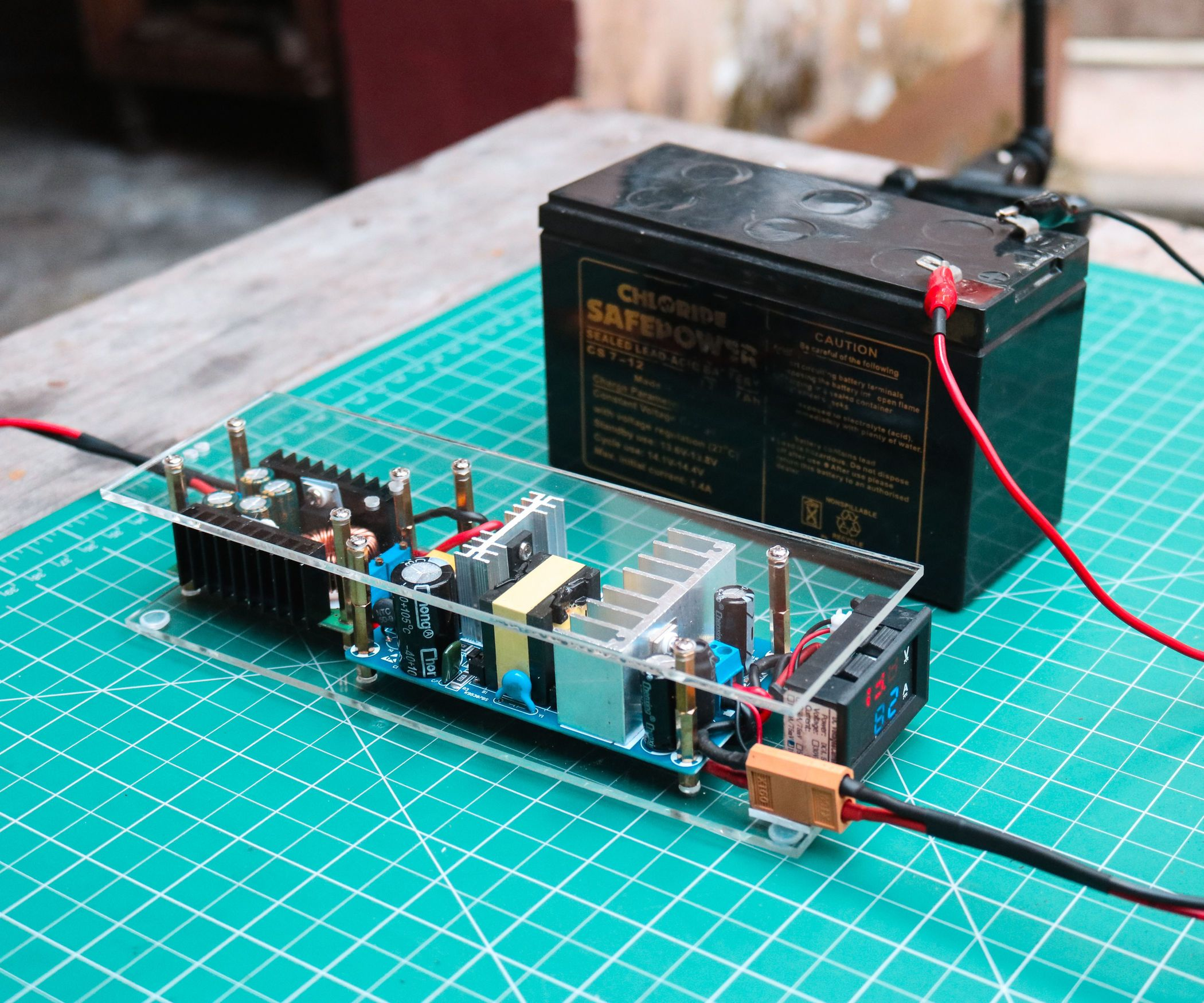 How To Make An Automatic 12v Battery Charger Battery Charger Diy Electronics Solar Battery Charger