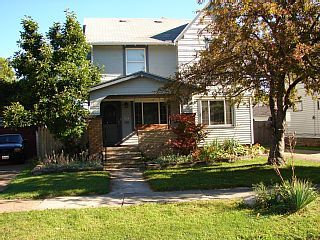 Saratoga 2 Whole House Centrally Located In Cleveland Old Brooklyn Ohio Vacations Renting A House Vacation Rental