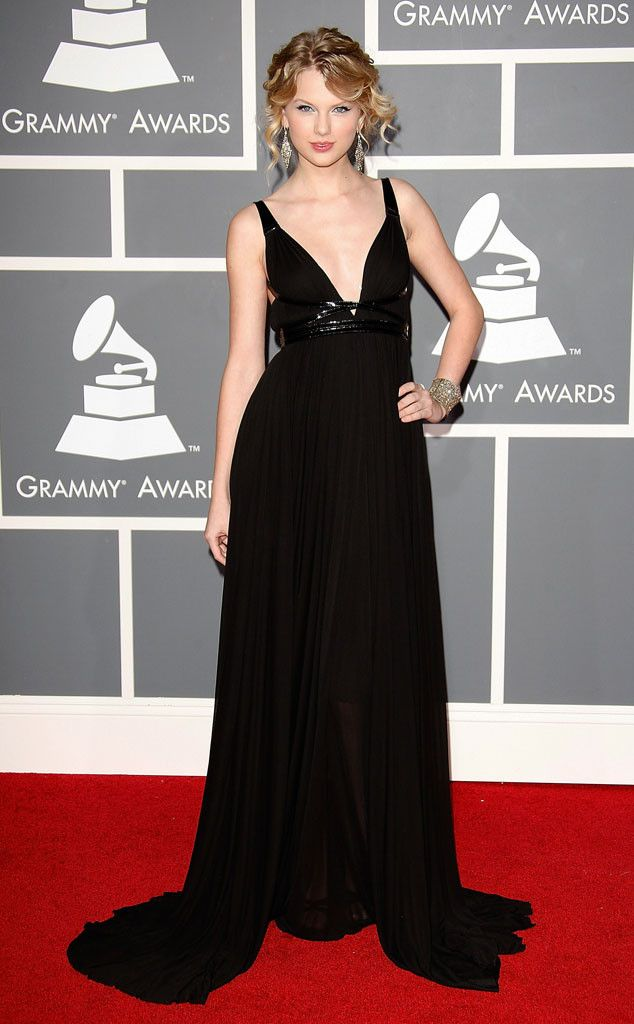 Christina Aguilera 2000 From Grammys Red Carpet Look Back Taylor Swift Style Grammy Awards Dresses Taylor Swift Outfits