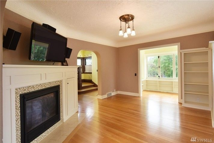 sunroom in front of living room (enclosed the porch). 145 ...