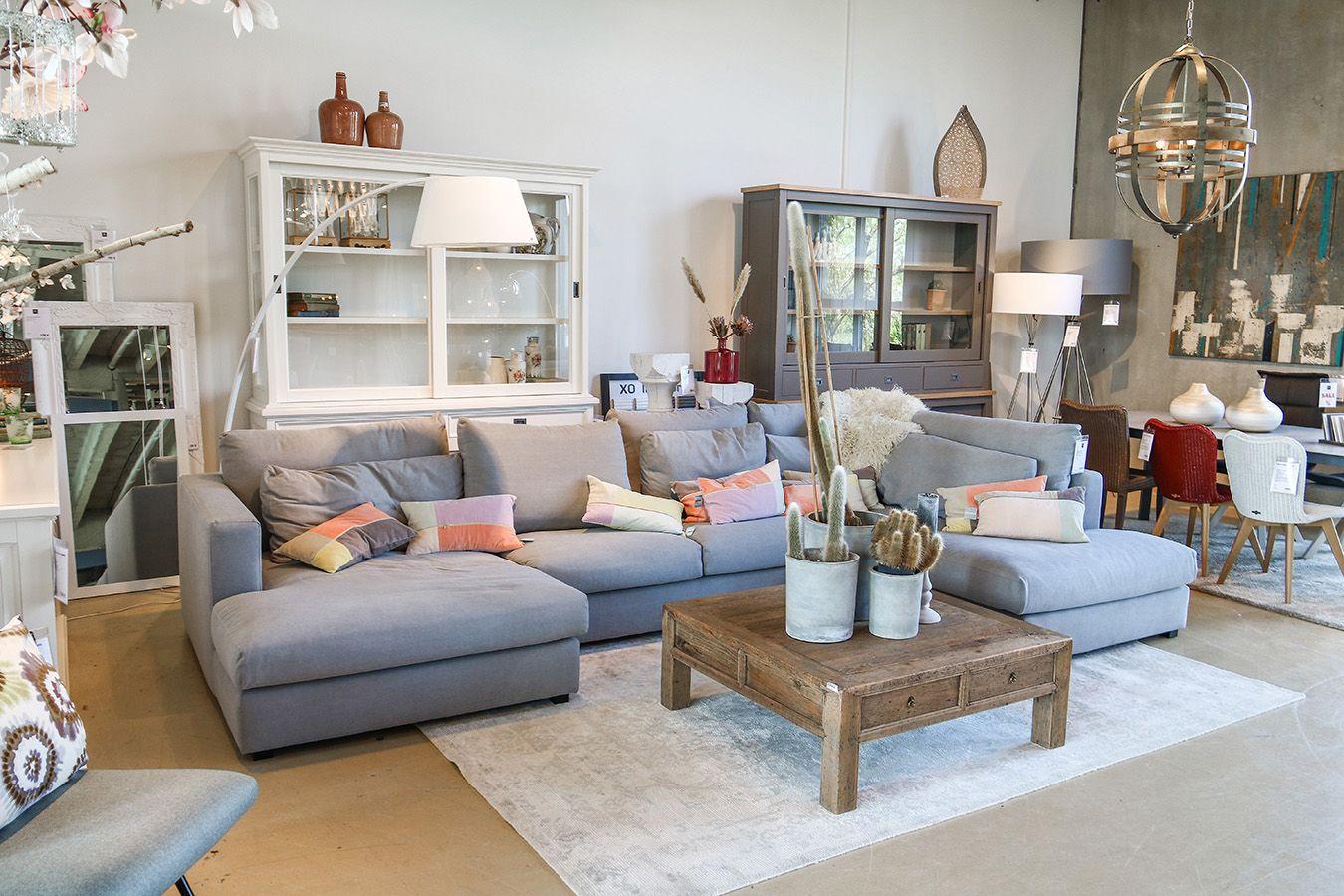 Landhaus Vitrine, Landhaus Sofa