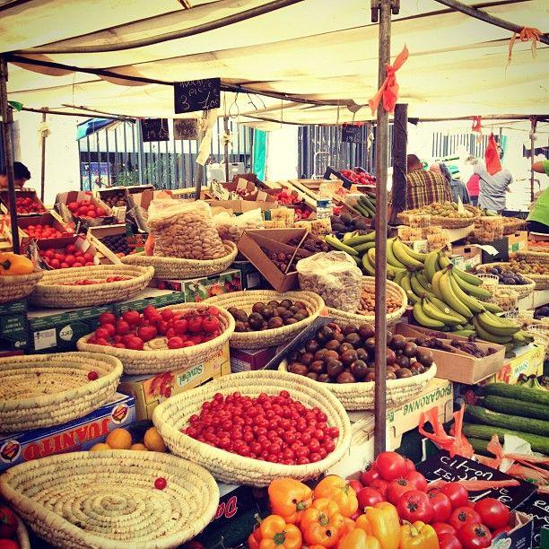 Mun kodin läheinen ruokamarkkina, jonka ympärillä paljon pieniä ravintoloita, viinikauppoja ja juustokauppoja. Käymisen arvoinen paikka. Kannattaa mennä aamulla/ennen puoltapäivää.