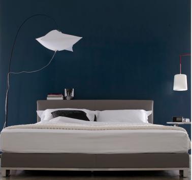 peinture chambre bleu nuit et tete de lit taupe