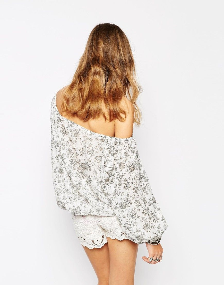 Image 2 of Glamorous Off Shoulder Crop Top in Mono Floral