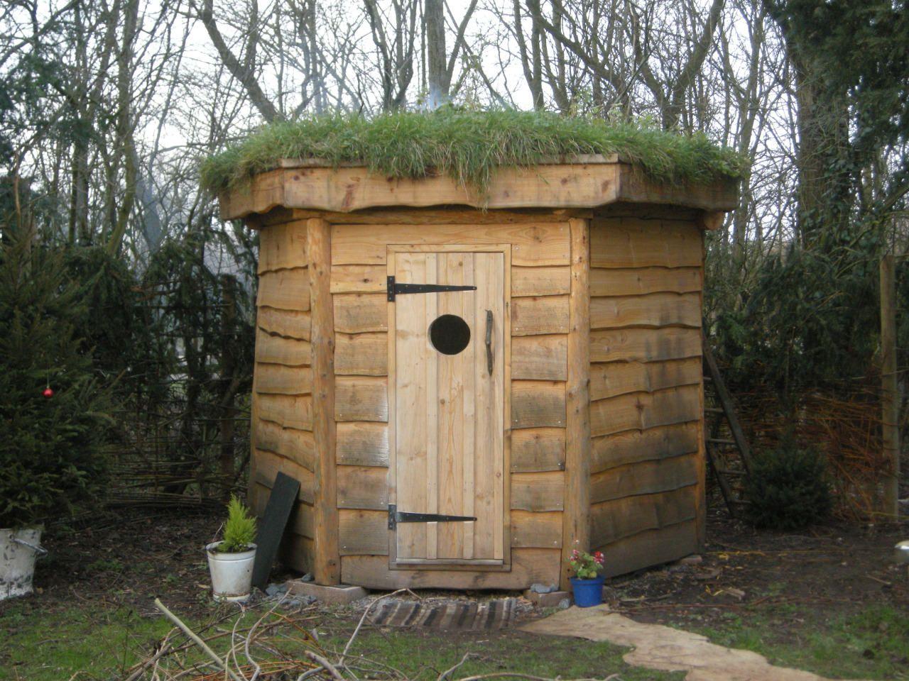 Hexagonal Timber Frame Sauna With Green Roof 1001 Gardens Holzhutte Garten Diy Sauna Dachbegrunung