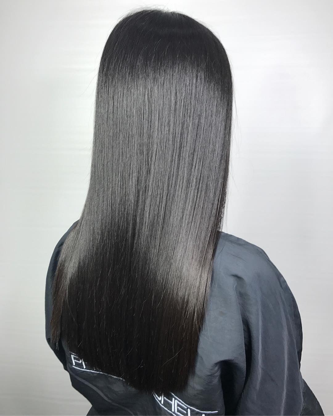 Glossy Locks Ariana S Rocking Her Mirror Smooth Hair Incredible