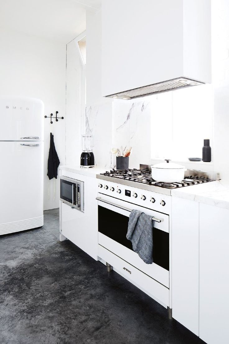 Tour photographer Armelle Habib\'s perfect studio kitchen ...