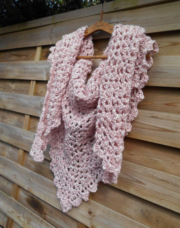 chale en laine irr guli re m ch e rose pale r alis au crochet echarpe foulard cravate par. Black Bedroom Furniture Sets. Home Design Ideas