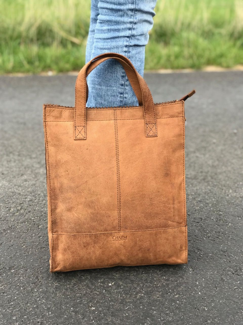 3a6eabf3d78 Charm Leather Tote Bag Bruin Prachtige design Tote Bag van Charm Leather  van mooi rundleer.
