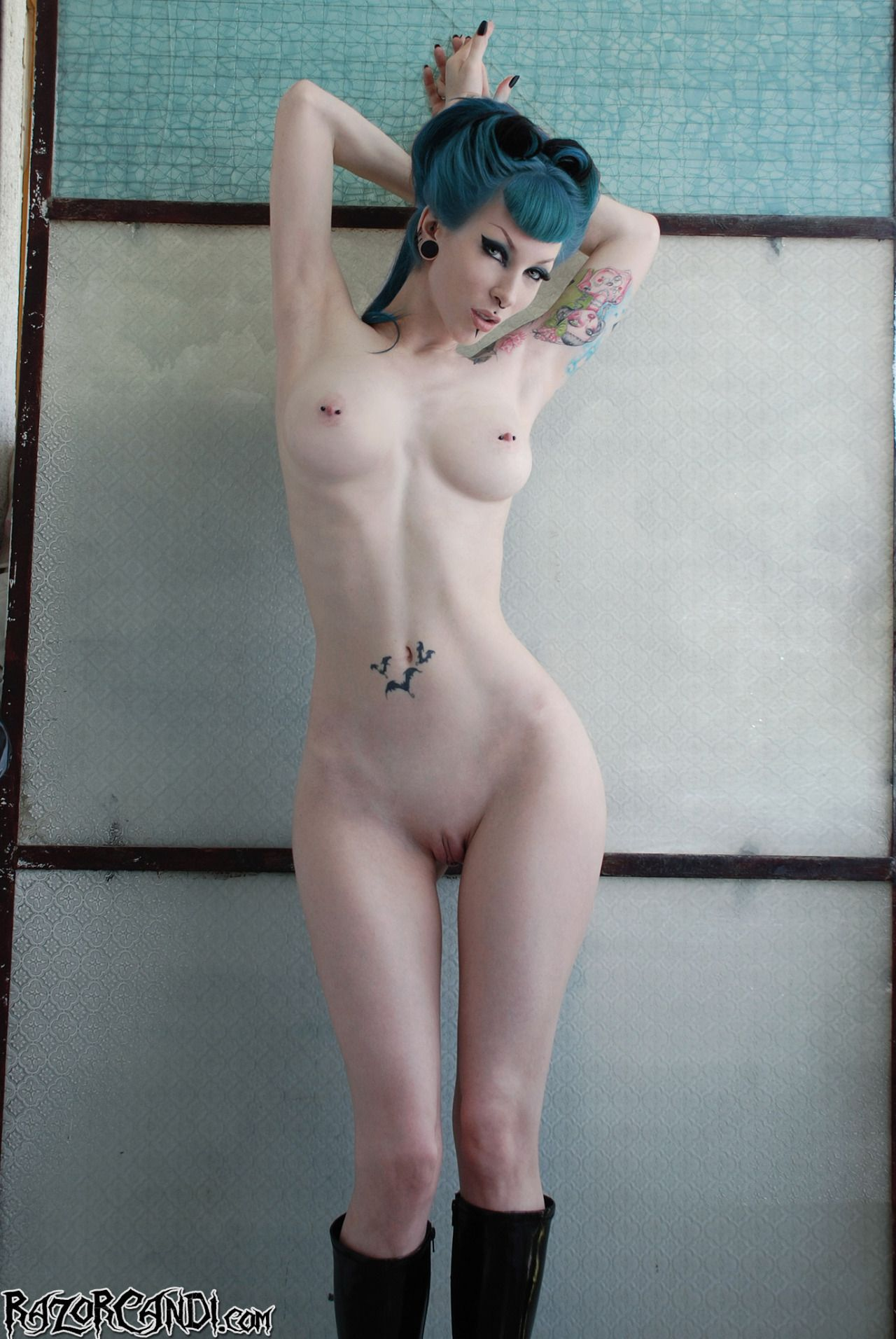 goth-sexy-girl-nude-hot-back-sex-gif