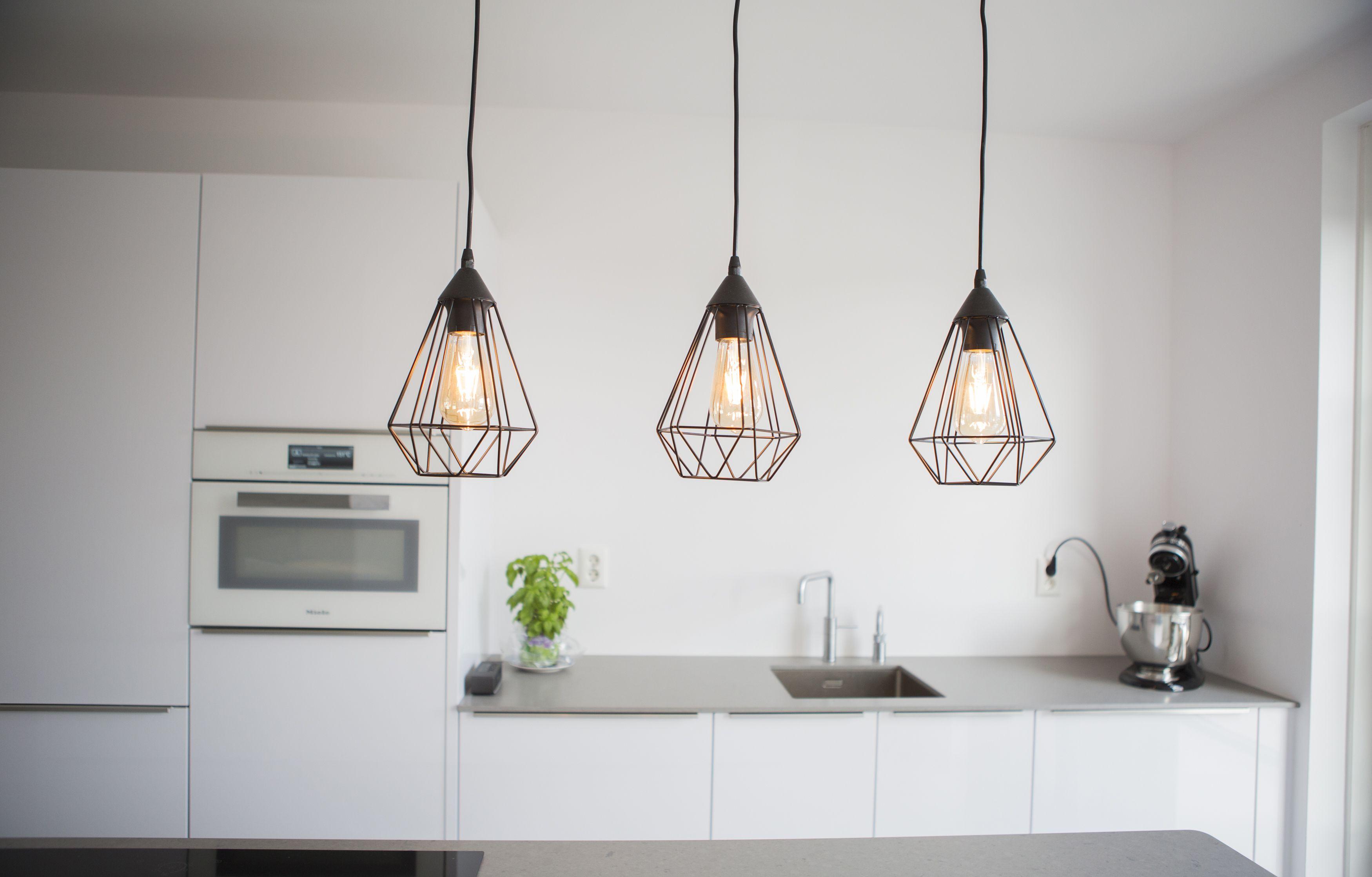 Moderne Retro Keuken : Geef een hippe touch aan je moderne keuken met deze retro lampen