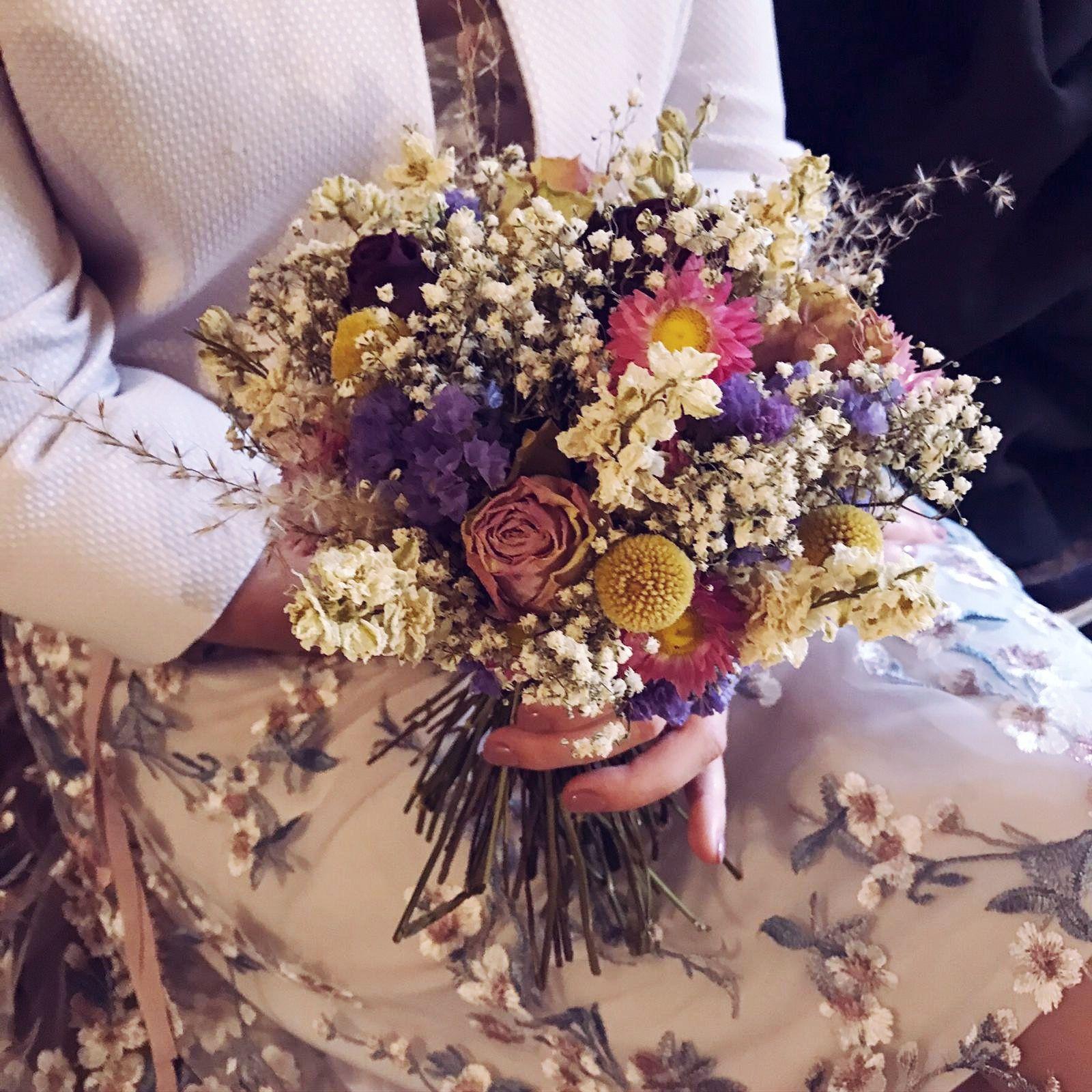 #driedflowers #handtiedbouquet #gypsophila #statice, #strawflower #craspedia #delphiniums.