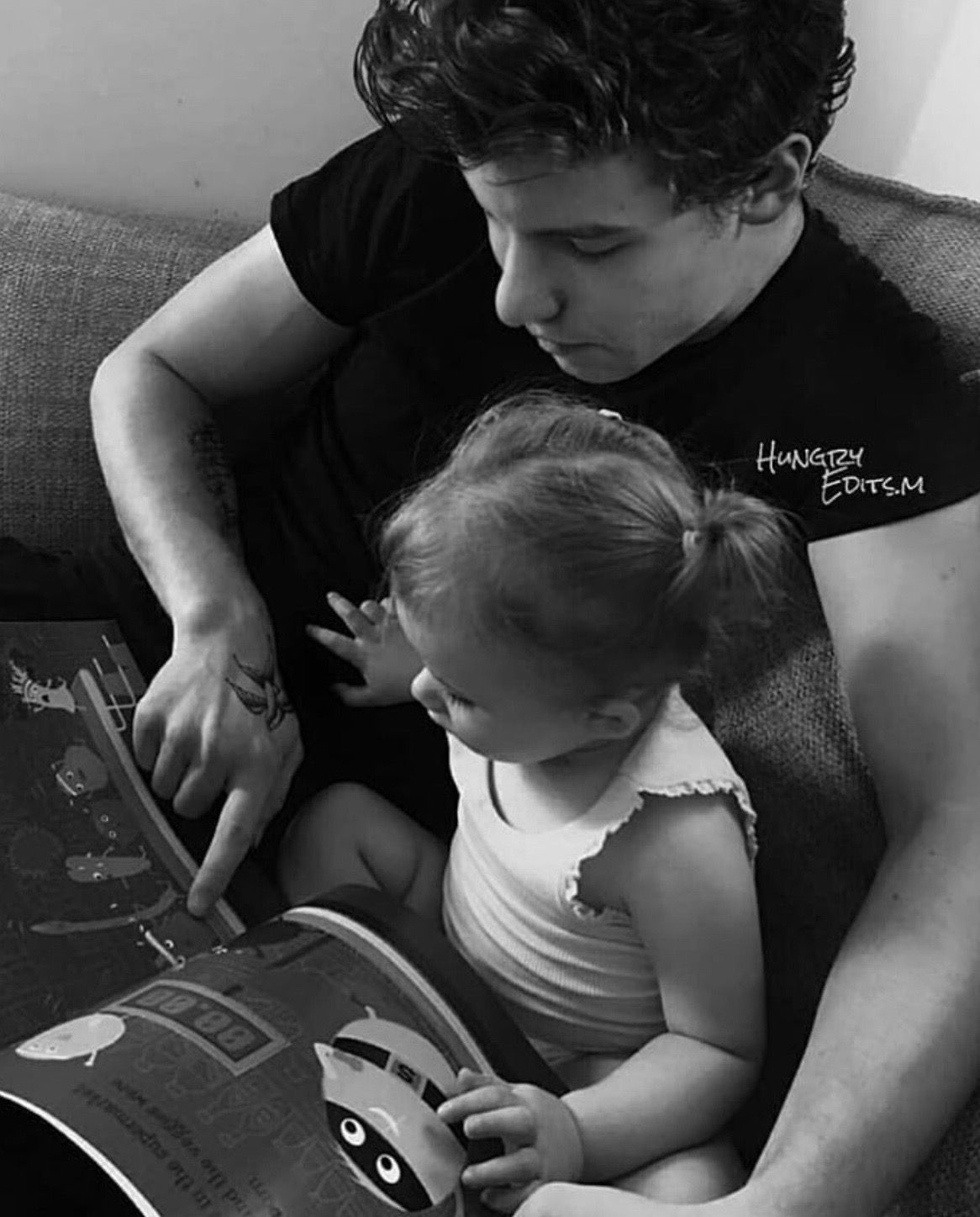 How can he be so hoT🔥 when he looks like a freakin' dad