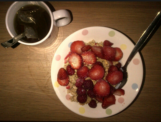 Country Crisp strawberry cereal topped with fresh strawberries and raspberries + earl grey tea