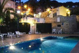 Villa de vacances agréable avec un barbecue en terre cuite, une vue magnifique et une piscine privée. Une villa ou vous pouvez aller profiter de vos vacances. http://locationvillalloretdemar.locationvillaespagne.com/lloret-de-mar/pitusa/