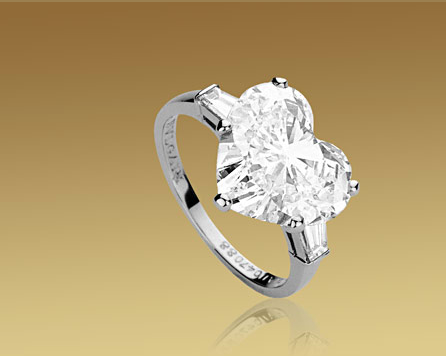 99667bccecd2 Anillo Solitario Griffe Corazón Bulgari. Anillo Solitario Griffe Corazón  Bulgari Anillos De Compromiso Diamante ...