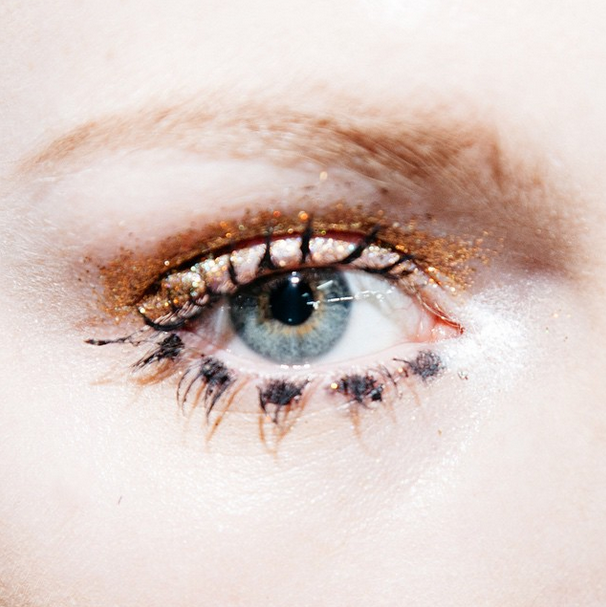 10 photos that prove the clumpy mascara trend makes for the best eyelash porn