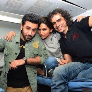 Deepika Padukone And Ranbir Kapoor Get On A Train For Tamasha Promotions Deepika Padukone Tamasha Movie Ranbir Kapoor