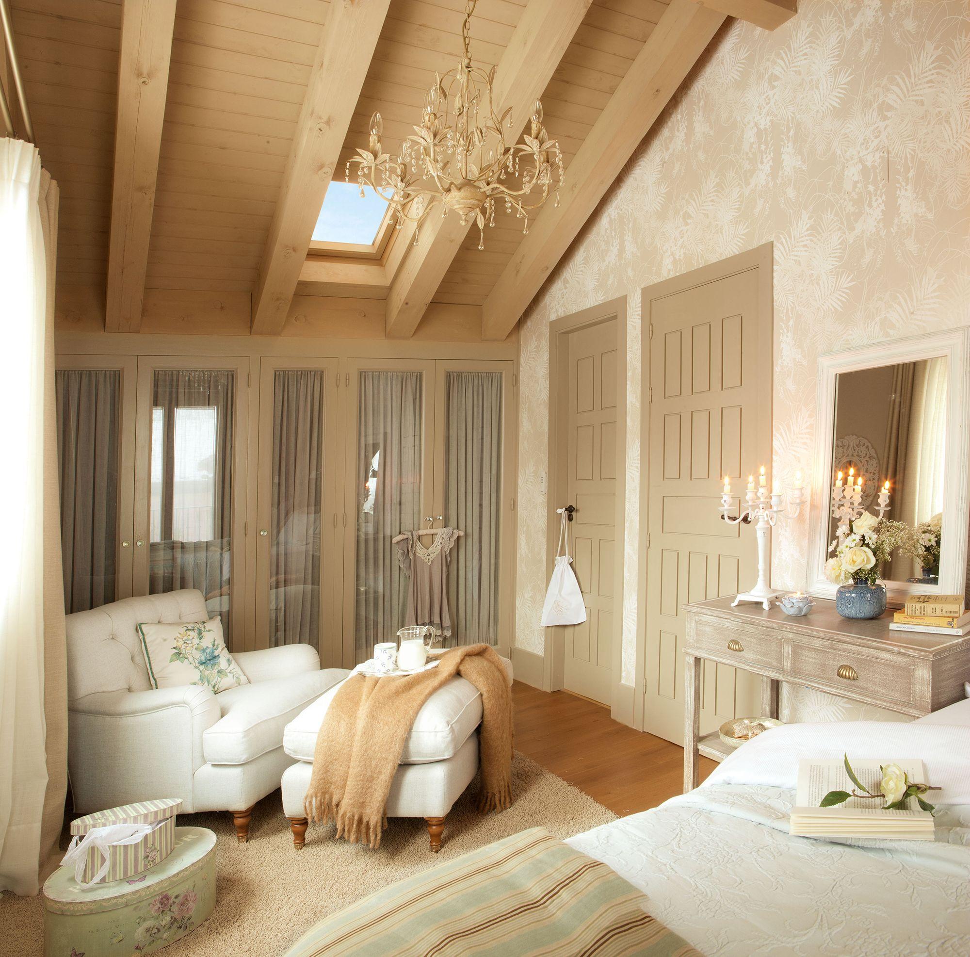 00317291 Dormitorio Abuhardillado Con Armarios Con Frentes De Cristal Y