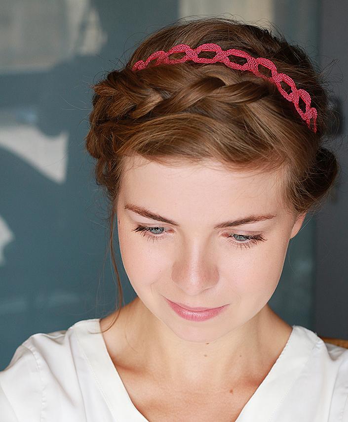 Coiffure romantique avec un headband comment porter un headband flashy coiffure couronne de - Coiffure couronne tressee ...