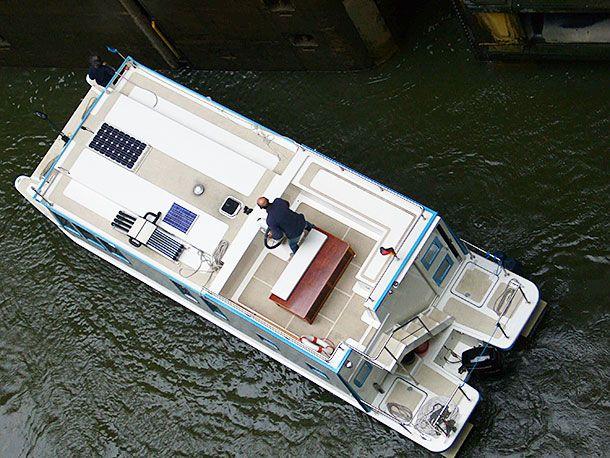hausboot kronland in der schleuse scharnebek hausboote pinterest hausboote google und. Black Bedroom Furniture Sets. Home Design Ideas