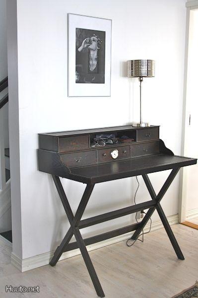 Kirjoituspöytä / Writing desk