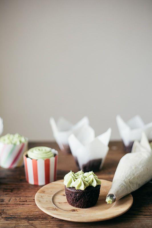 chocolate cupcakes with matcha green tea frosting   Matcha ...
