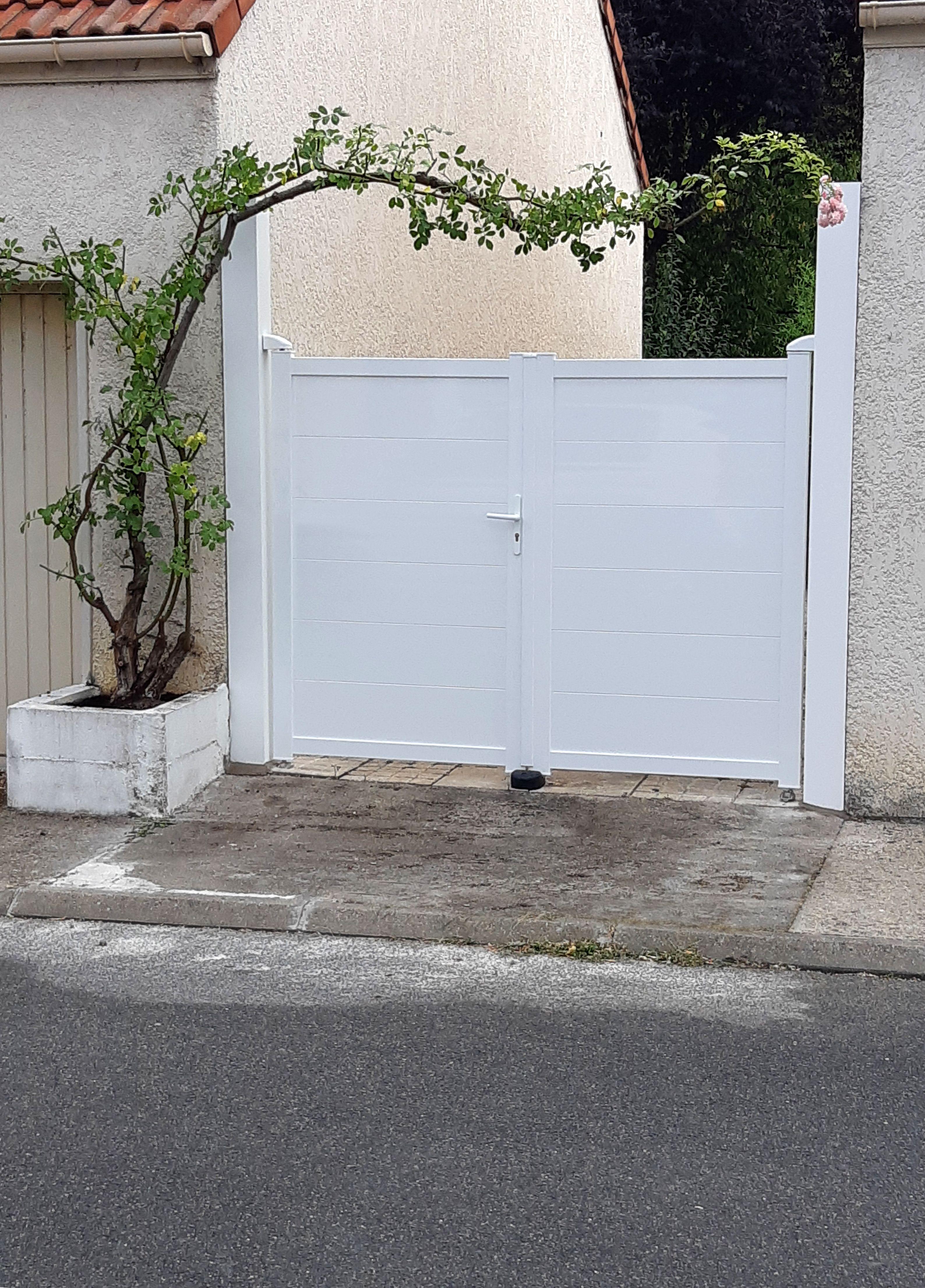 Claustra Alu Leroy Merlin portail alu essia | portail alu, portail, portail aluminium