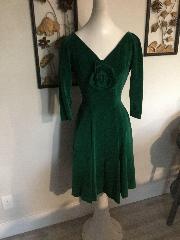 Green Velvet Dress 50s Party Dress Vintage Velvet Dress Big Skirt Fit And Flare Vintage Christmas Fashion In 2020 Green Velvet Dress Vintage Velvet Dress Velvet Party Dress [ 3000 x 2250 Pixel ]