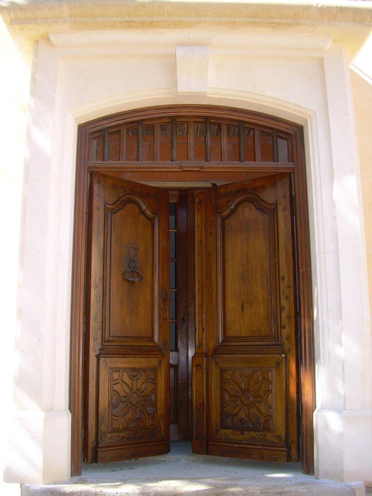 Porte d 39 entr e ancienne 2 vantaux en noyer restaur e for Isolation porte d entree ancienne