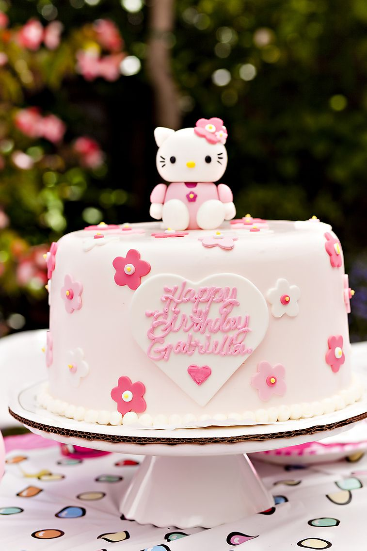 Beautifully decorated Hello Kitty birthday cake HELLO KITTY BLUSH