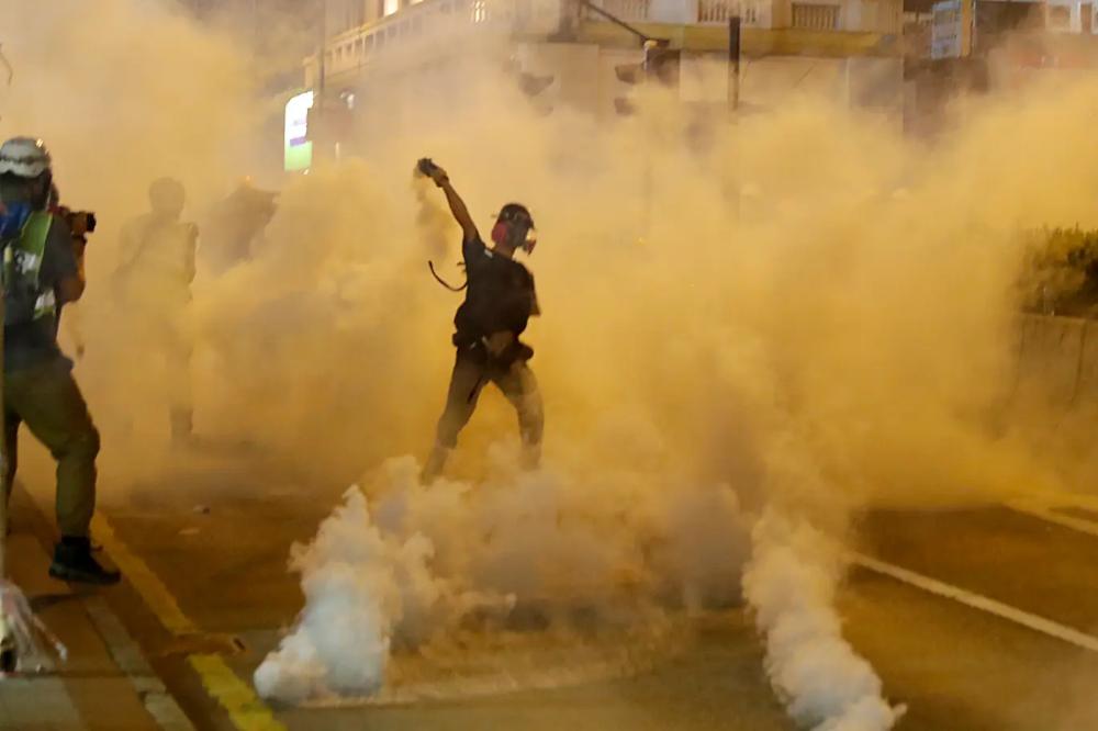 Hong Kong Protesters Adopt Be Water Bruce Lee Tactic To Evade Police Crackdown Hong Kong Protest Hong