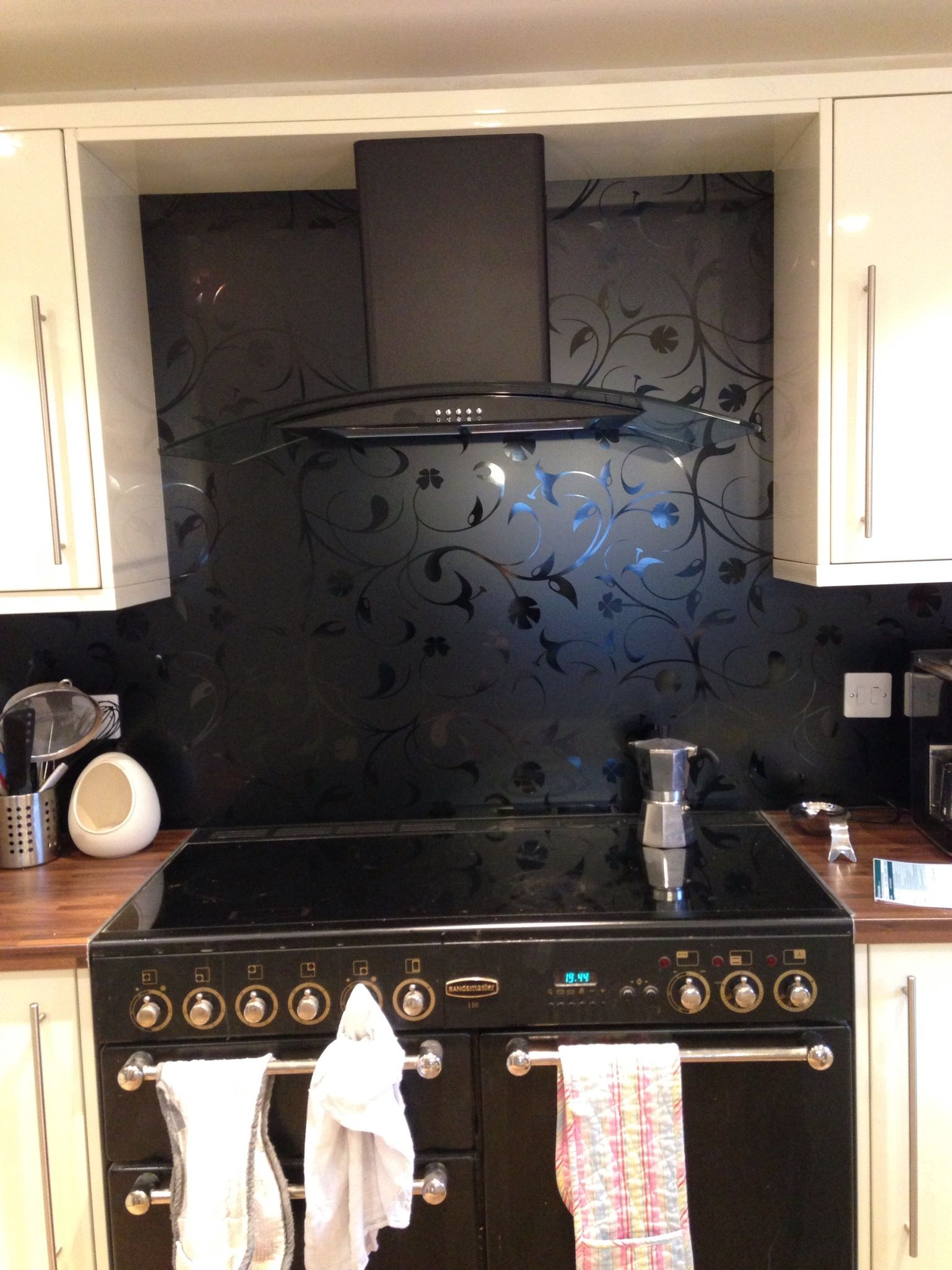 Idea To Put Wallpaper As Splashback With Clear Glass Over The Top