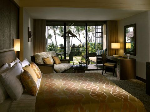 Shangri-La's Rasa Sayang Resort & Spa is located on the beach in Penang, close to Toy Museum.