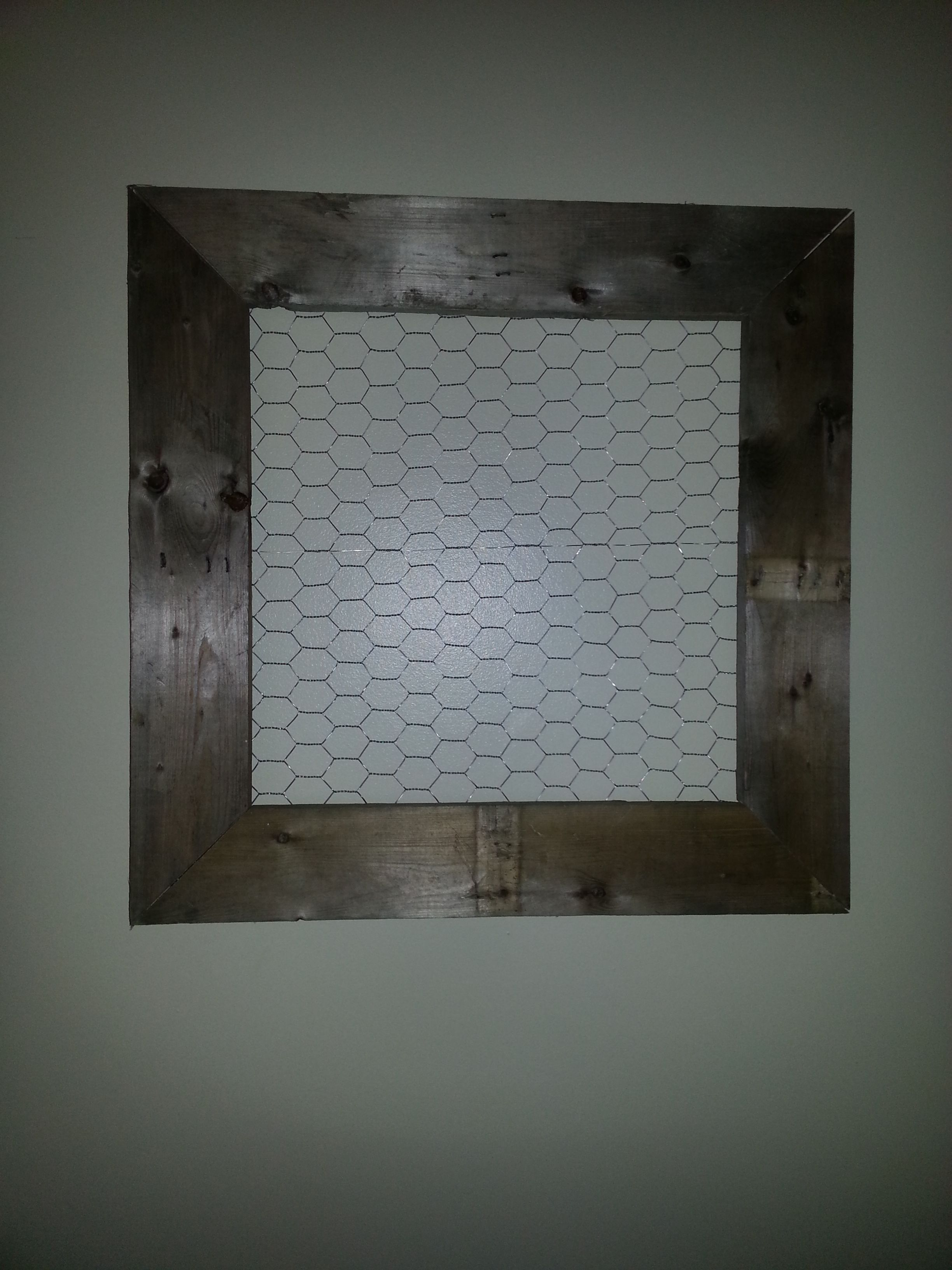 Home made picture frame from a pallet and chicken wire | projects i ...