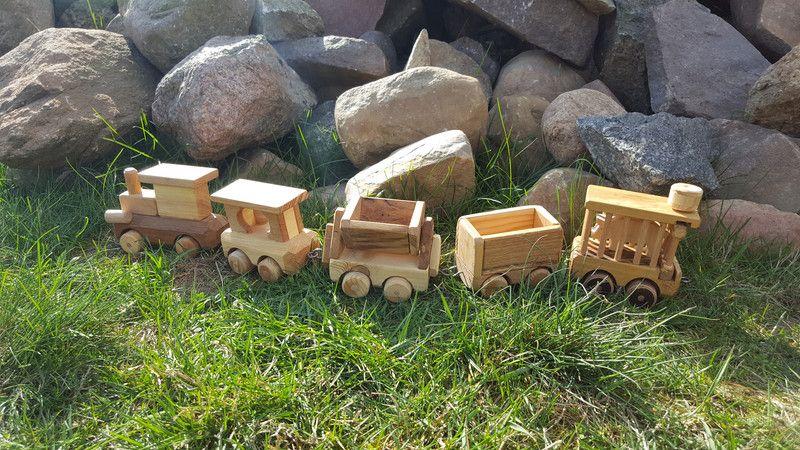 Holzspielzeug - Holzspielzeug  Eisenbahn / Zug - ein Designerstück von Hoelzene-Kunst bei DaWanda