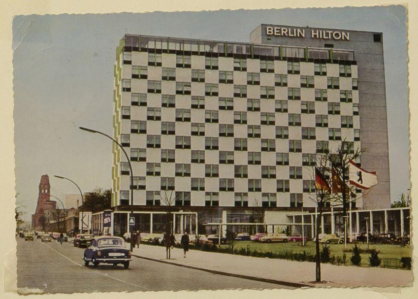 Das Berlin Hilton:  Das Gebäude des Berliner Hilton in der Budapester Straße...