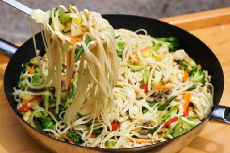 Fideos de arroz con vegetales