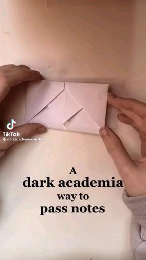 dark acadamia way to fold notes