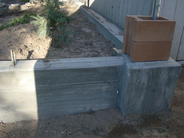 Retaining Wall And Footer Pouring Concrete Retaining Wall Concrete Retaining Walls Concrete Projects