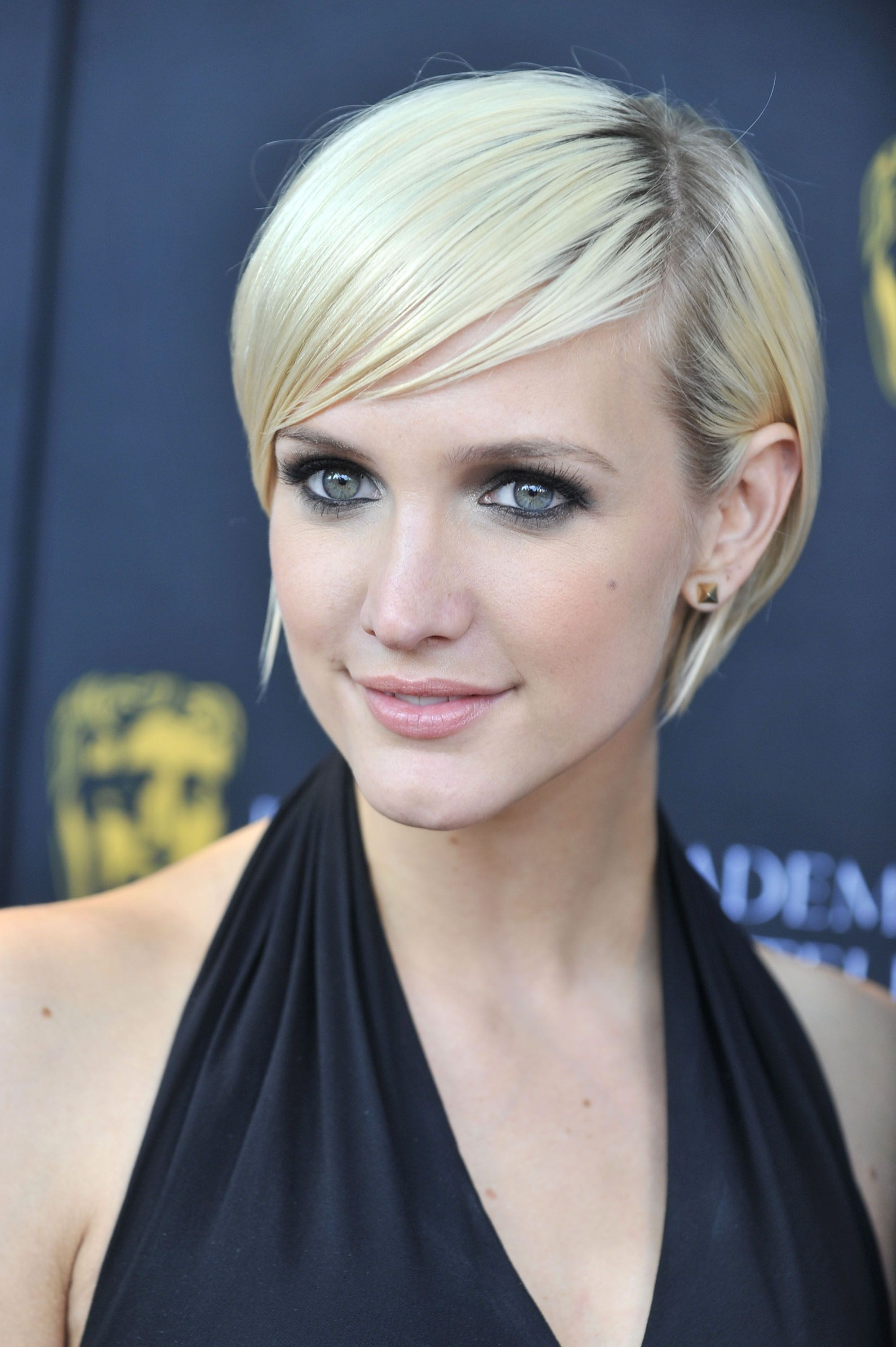 The color level of Ashlee Simpson's short blonde hair and ...