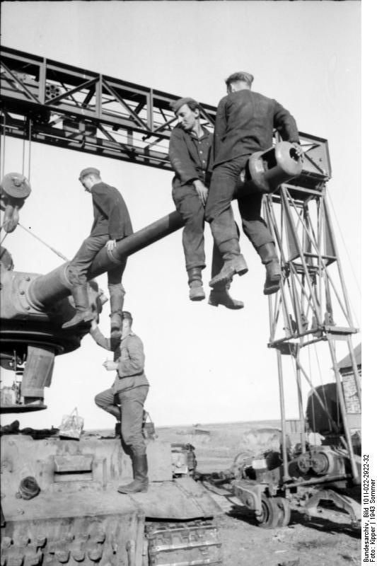 Repairing a Tiger I heavy tank, Russia, 21 Jun 1943 (Photographer Kipper, German Federal Archive)