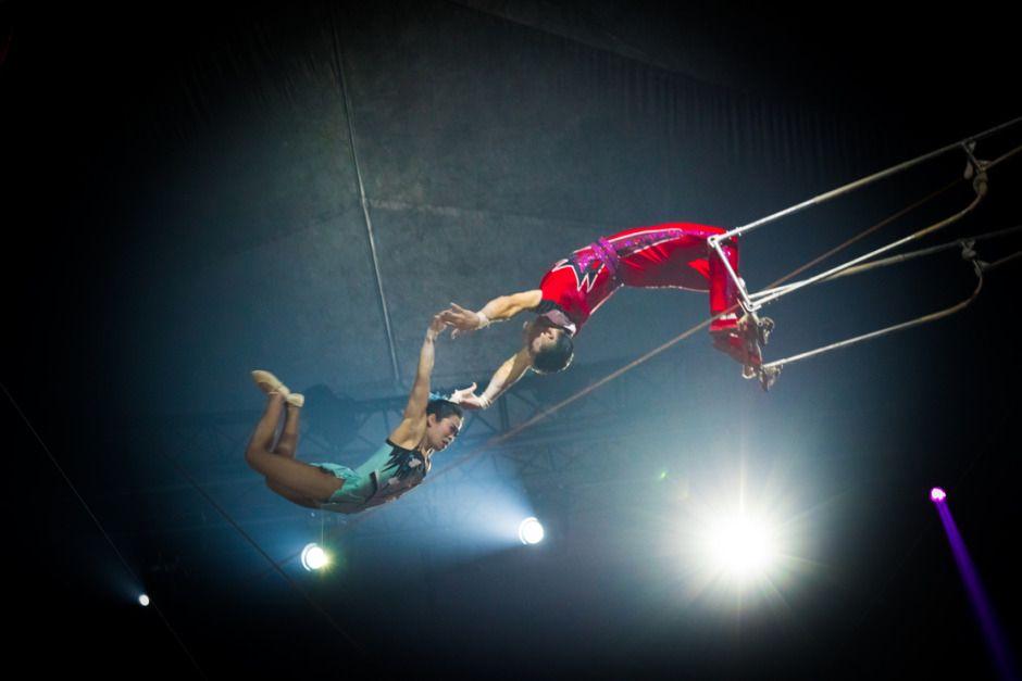 Bildergebnis Fur Trapez Akrobatik Trapez Akrobatik Bilder