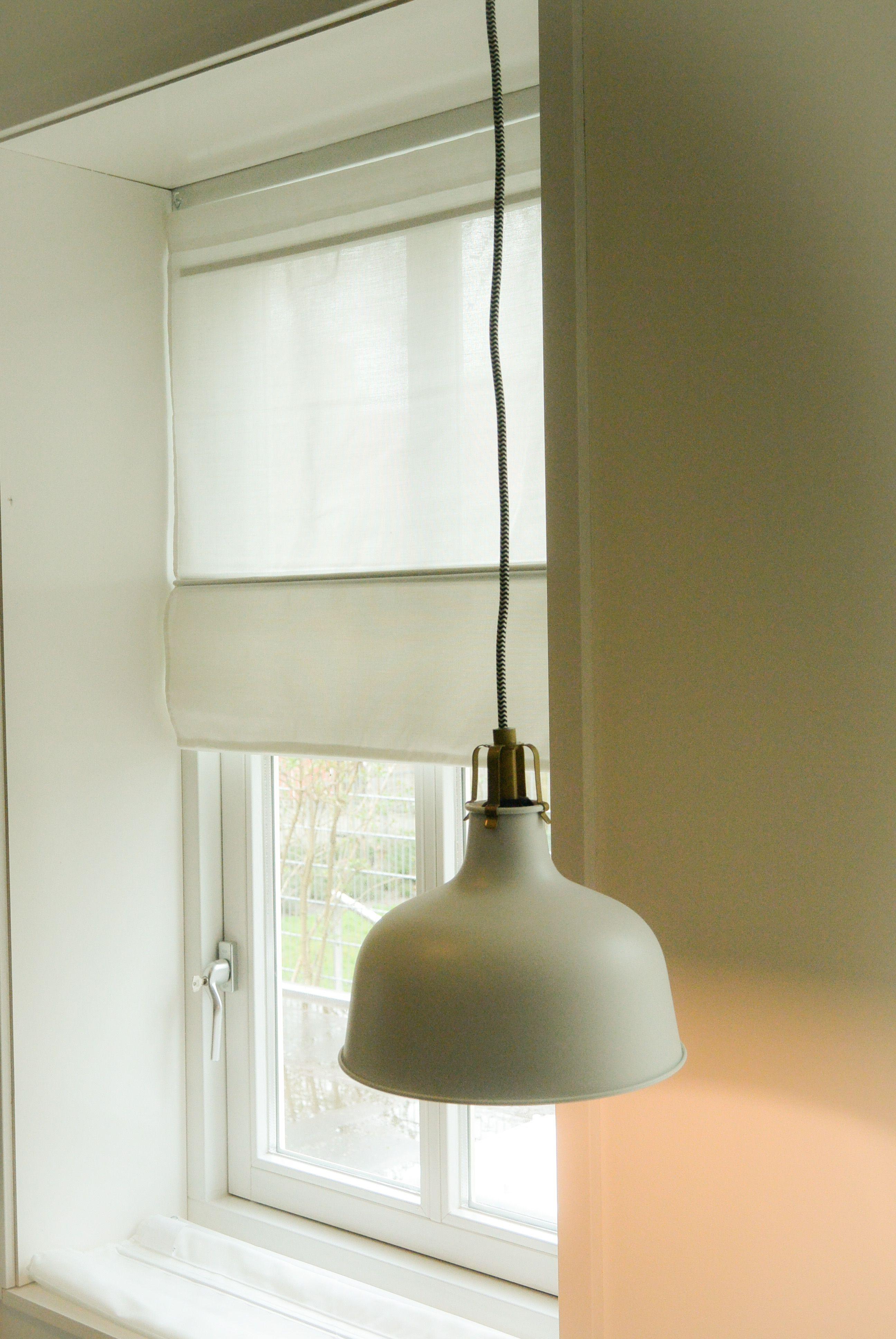 Appartement 2. tafel (karwei), stoelen en rolgordijnen(jysk), lamp ...