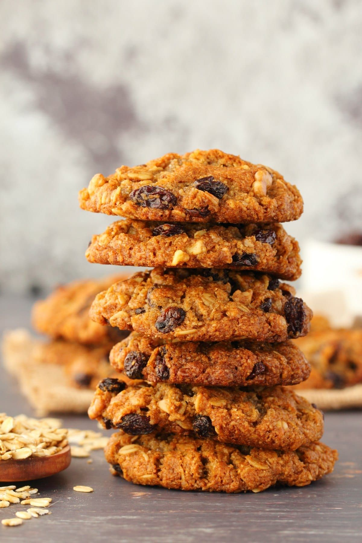 Vegan Oatmeal Raisin Cookies That Are Crisp On The Outside Soft And Chewy On The Inside Su Vegan Oatmeal Raisin Cookies Oatmeal Raisin Cookies Oatmeal Raisin